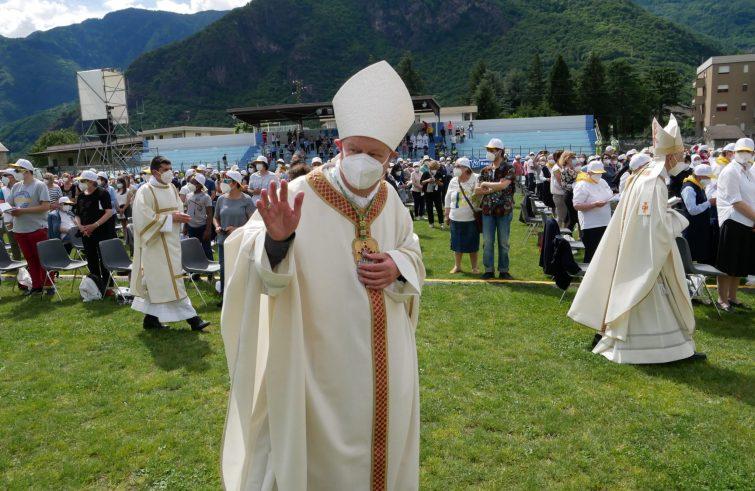 vescovo Oscar Cantoni